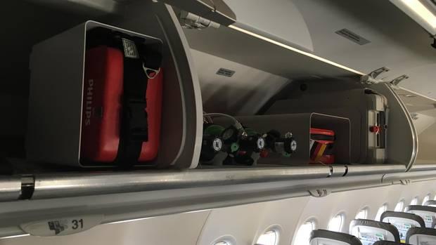 Botellas de oxígeno, vendajes, bombeo de adrenalina e incluso un desfibrilador: todo está a bordo