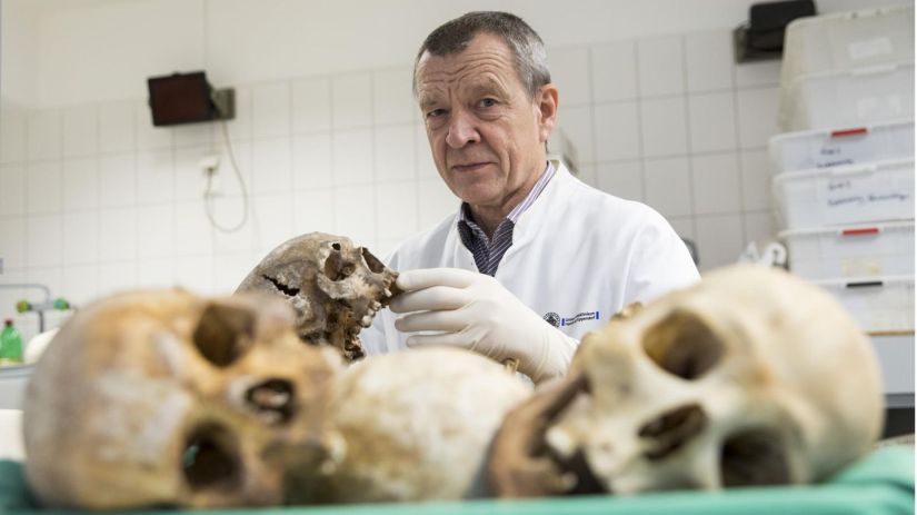 Klaus Püschel in the large section hall of the Institute for Forensic Medicine in Hamburg