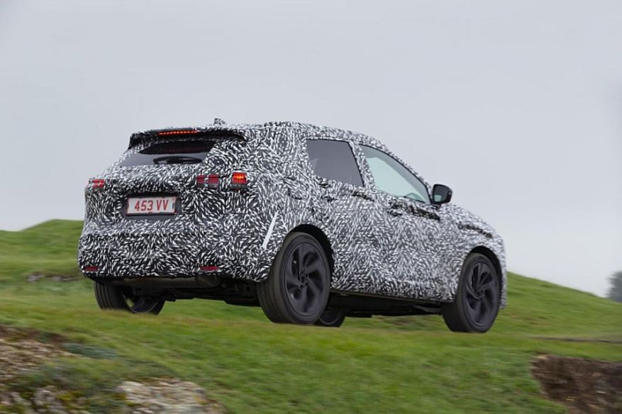 The Nissan Qashqai of the model year 2021, still camouflaged.