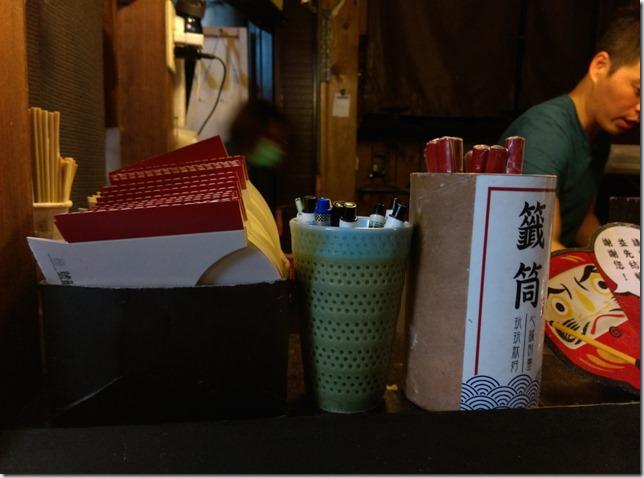 10_thumb8 台中-路邊炸蝦天婦羅 一中街路邊小攤子的好味道 帥哥店長耐心服務