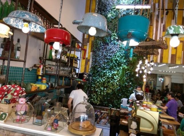 AEIOU07 Singapore-AEIOU 叮叮噹噹充滿手創鐵件木作特色咖啡廳