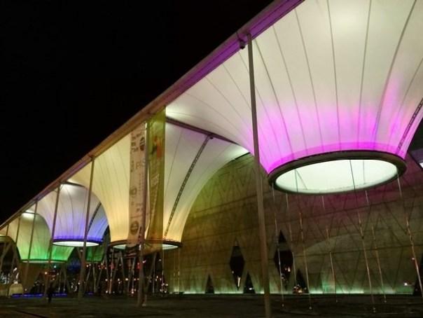 111103 鳳山-大東文化藝術中心 大漏斗造型點上燈更吸睛