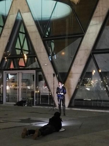 111106 鳳山-大東文化藝術中心 大漏斗造型點上燈更吸睛