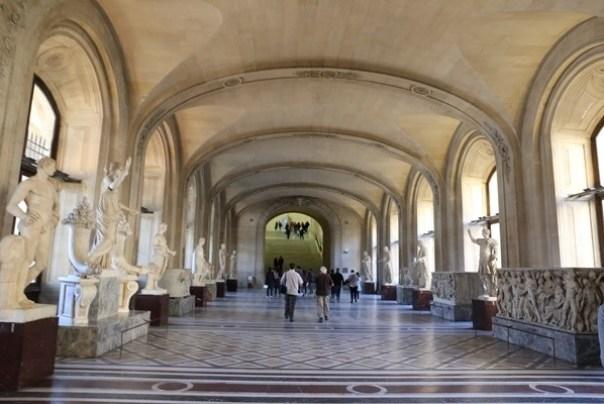 11111012 Paris-巴黎羅浮宮Musee du Louvre 藝術殿堂眼花撩亂看不完 一馬當先看蒙娜麗莎