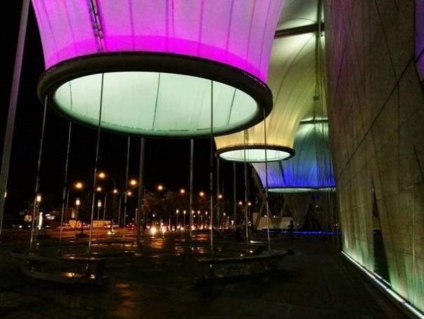 111115 鳳山-大東文化藝術中心 大漏斗造型點上燈更吸睛