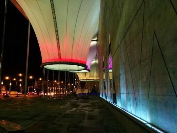 111116 鳳山-大東文化藝術中心 大漏斗造型點上燈更吸睛