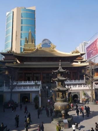 1358695657-415134727-e1439307608859 Shanghai-靜安寺 精華區中的寺廟