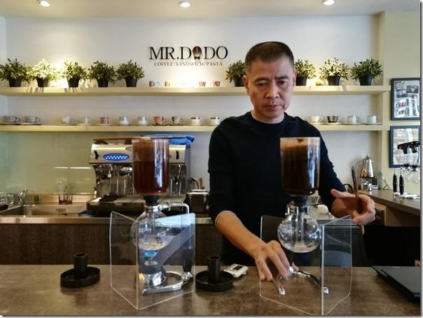 mrdodo24_thumb 平鎮-Mr. DoDo父子的比拚 虹吸與手沖各有千秋 單品咖啡來一杯
