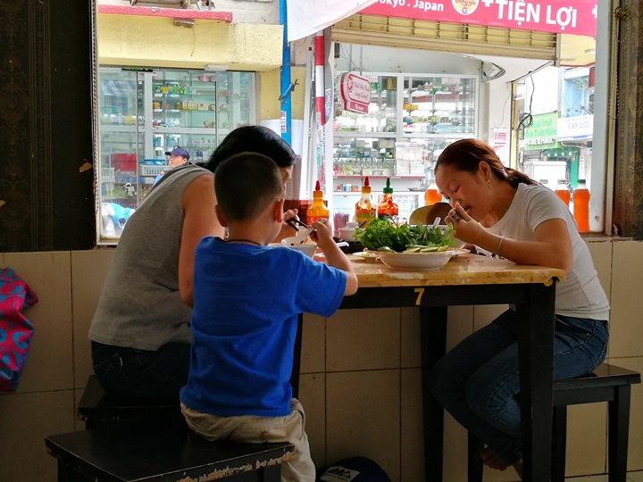 pho-go9 HoChiMinh-Pho Go Rach Gia來越南必吃河粉之一 粉紅教堂旁的小店