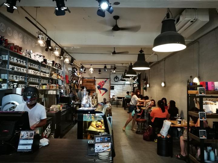 twoha04 桃園-二哈咖啡 小巷內超級英雄陪你一起喝咖啡