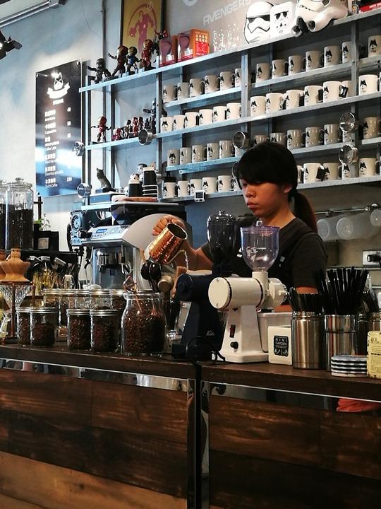 twoha19 桃園-二哈咖啡 小巷內超級英雄陪你一起喝咖啡