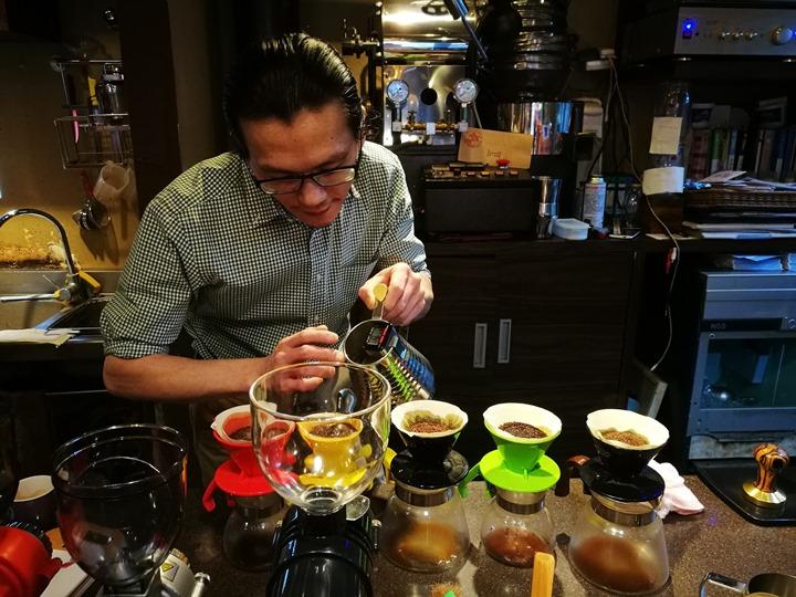 dousuncoffee17 松山-左先生咖啡館 一杯咖啡香一首好音樂
