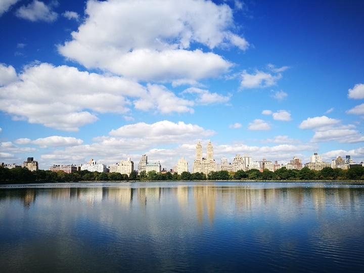 centralpark02 New York-果真大蘋果之紐約真好玩 中央公園 躺著曬太陽也愜意的好所在