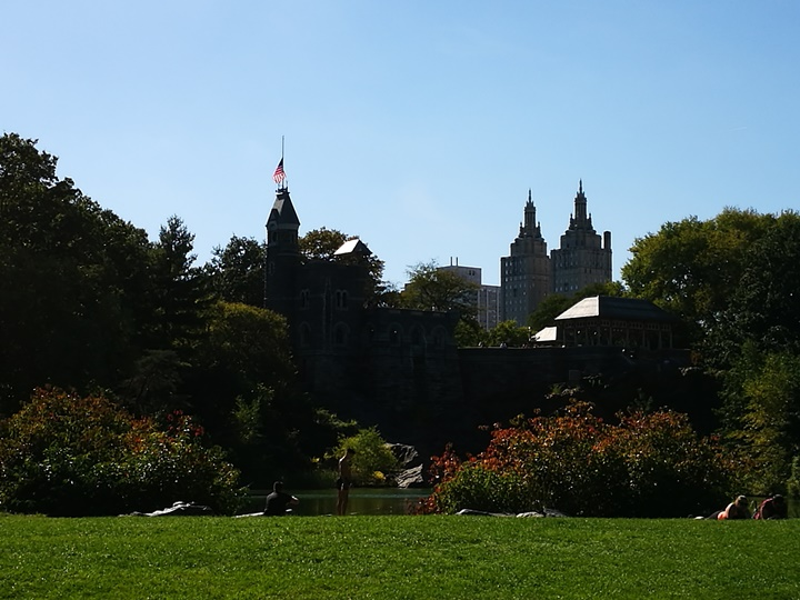 centralpark14 New York-果真大蘋果之紐約真好玩 中央公園 躺著曬太陽也愜意的好所在