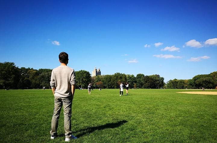 centralpark17 New York-果真大蘋果之紐約真好玩 中央公園 躺著曬太陽也愜意的好所在