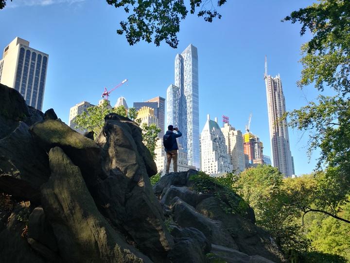 centralpark45 New York-果真大蘋果之紐約真好玩 中央公園 躺著曬太陽也愜意的好所在