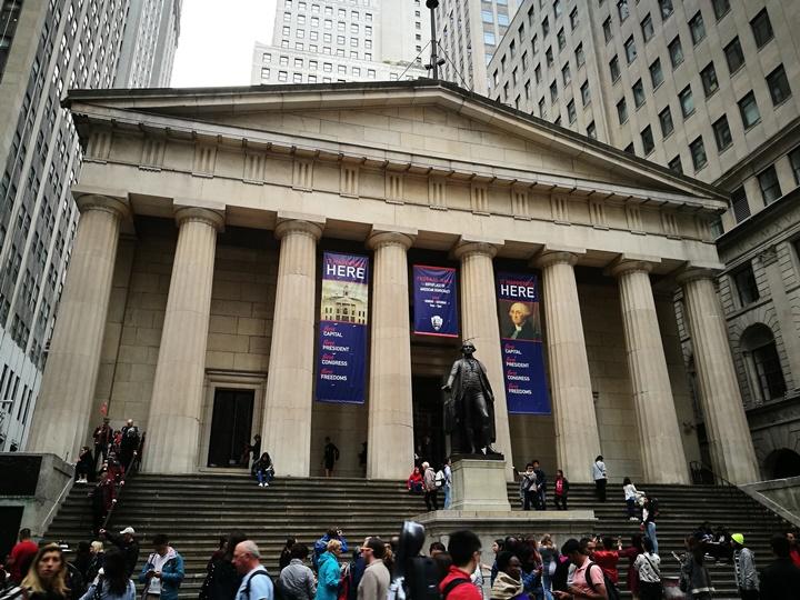 wallstreet2302 New York-紐約真好玩之華爾街的金融遊戲/帶領股市向上的金牛/無所謂的無畏女孩