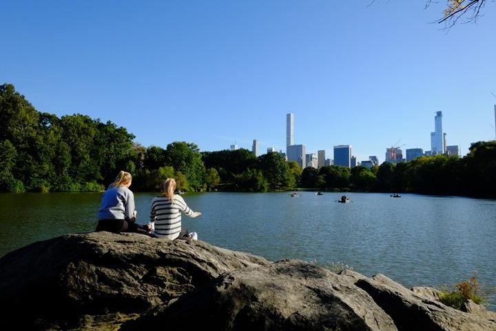 22centralparkk0112 New York-果真大蘋果之紐約真好玩 中央公園 躺著曬太陽也愜意的好所在