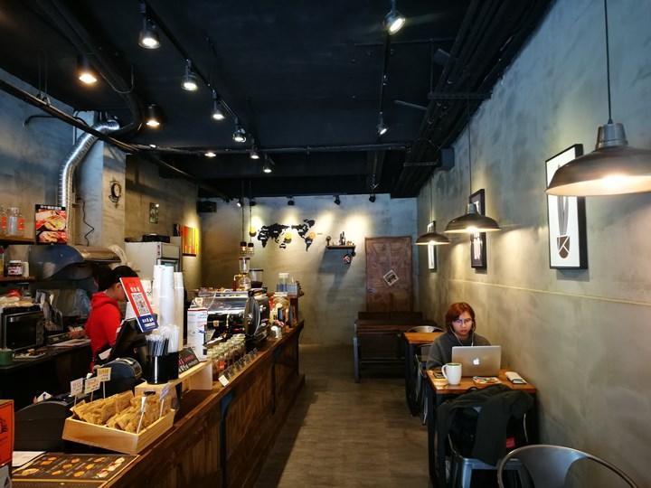 laooo07 中壢-老窩咖啡(站前23) 工業中帶著溫暖的空間