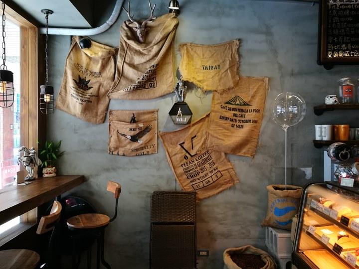 laooo10 中壢-老窩咖啡(站前23) 工業中帶著溫暖的空間