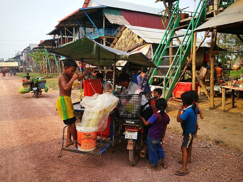 tonlesap23 Siem Reap-Tonle Sap洞里薩湖 柬埔寨的魚米鄉 落後環境中的知足生活
