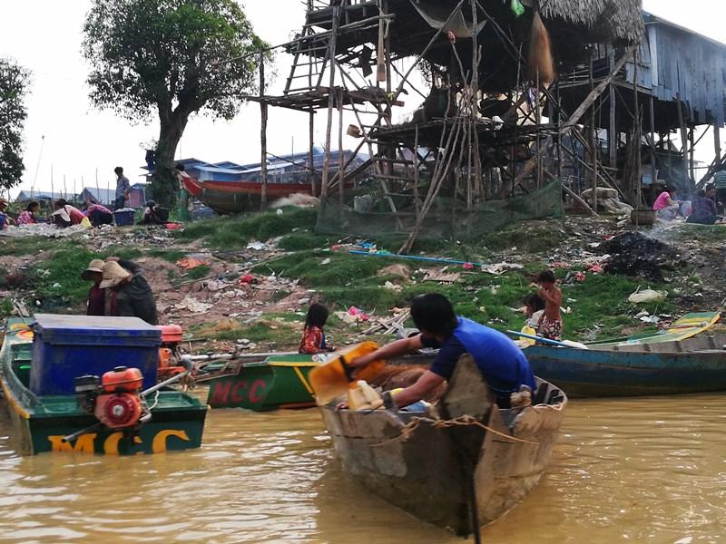 tonlesap43 Siem Reap-Tonle Sap洞里薩湖 柬埔寨的魚米鄉 落後環境中的知足生活