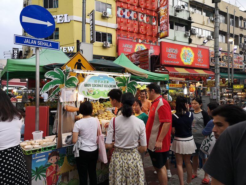 WAW02 Kuala Lumpur-吉隆坡必訪亞羅街夜市街 名店黃亞華 推薦烤雞翅與鹹蛋魷魚