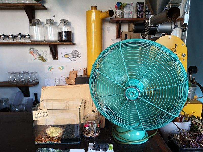glow10 中壢-小舊閣樓 斑駁老屋文青河景咖啡館 晚上來則是閃亮的酒吧