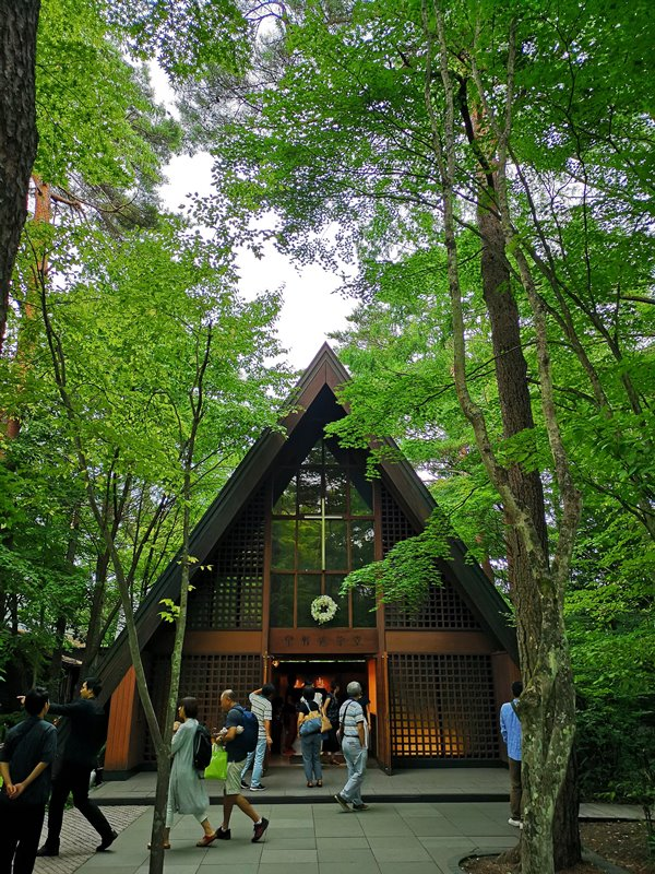 karuizawastreett30 Karuizawa-中輕井澤星野地區 榆樹街小鎮/高原教堂/石之教堂 品一口綠意的優閒雅致