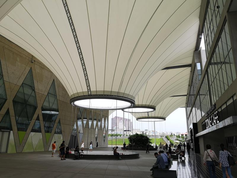 datong09 鳳山-大東文化藝術中心 大漏斗造型點上燈更吸睛