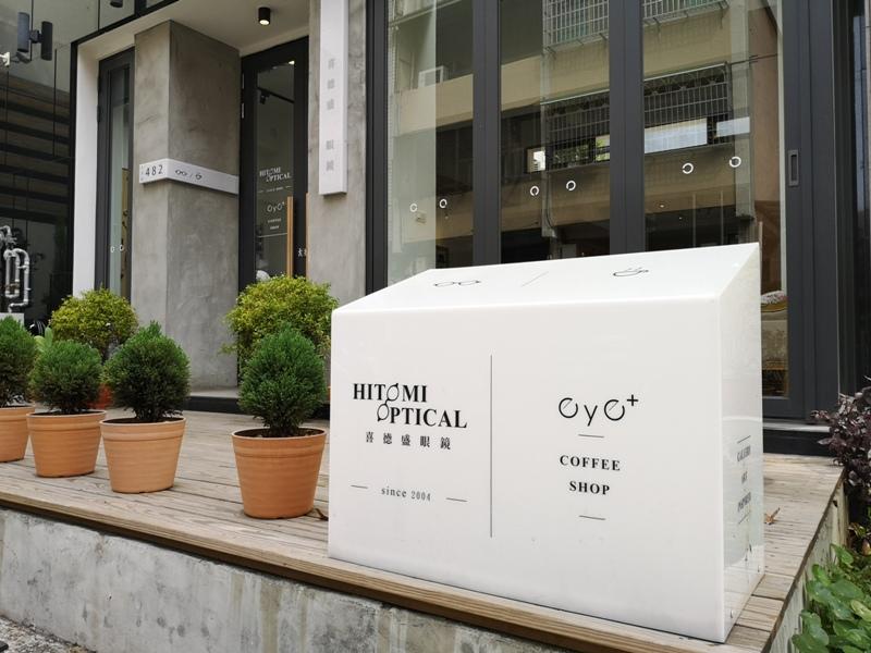 hitomicoffee06 南屯-Hitomi喜德盛 賣眼鏡也賣咖啡 Loft風簡單超好拍