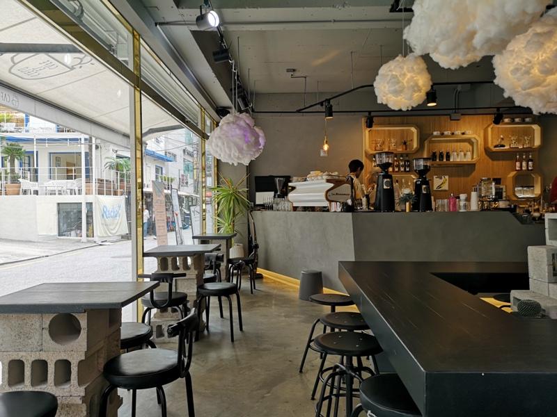 cafeel07 Seoul-Cafe El Cielo 男模幫你沖咖啡 首爾新沙洞時尚夢幻咖啡館