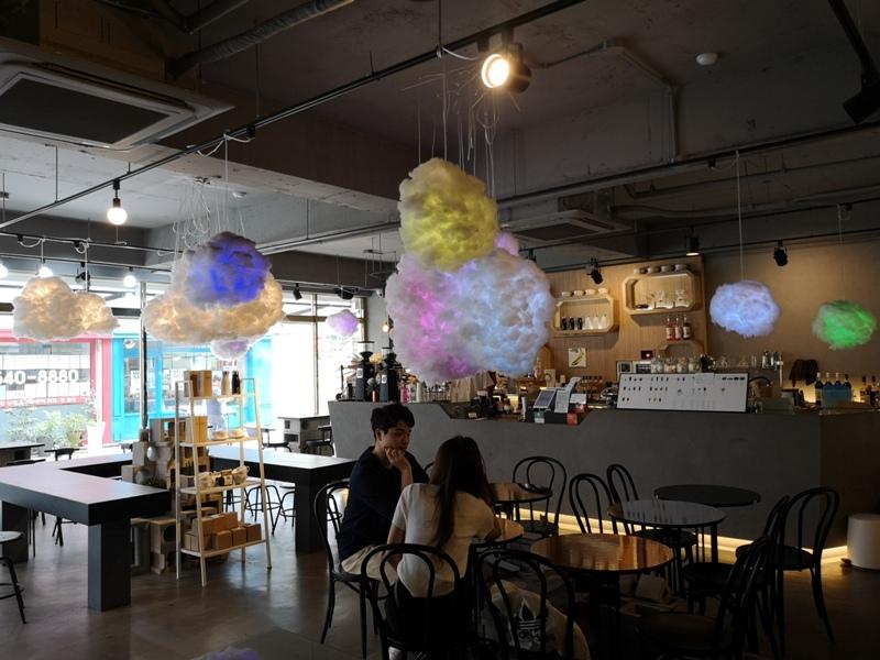 cafeel11 Seoul-Cafe El Cielo 男模幫你沖咖啡 首爾新沙洞時尚夢幻咖啡館