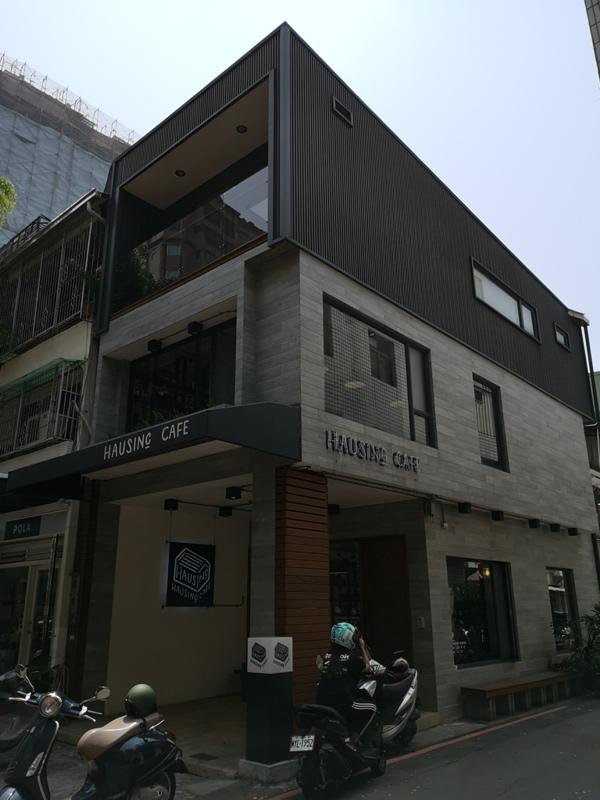 hausinc02 台中北區-HAUSINC CAFE簡約現代明亮舒適 一杯咖啡飲春光