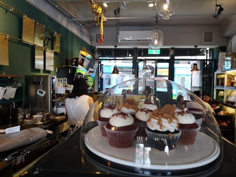 tuman15 基隆-圖們咖啡 正濱漁港彩色屋之黑色大方咖啡館 漁港風光盡收眼底