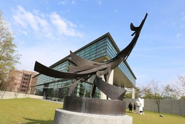 Ando02 霧峰-亞洲現代美術館(亞洲大學內) 大師就是大師 安藤忠雄 清水模三角形與光 大破大立展覽吸引人