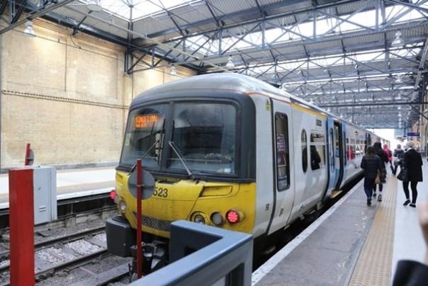 IMG_2055 London-英國國鐵網路訂票/車站自動售票機取票