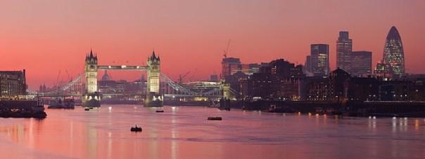 London_Thames_Sunset_panorama_-_Feb_2008 London-Tower Bridge倫敦塔橋 優雅英倫風
