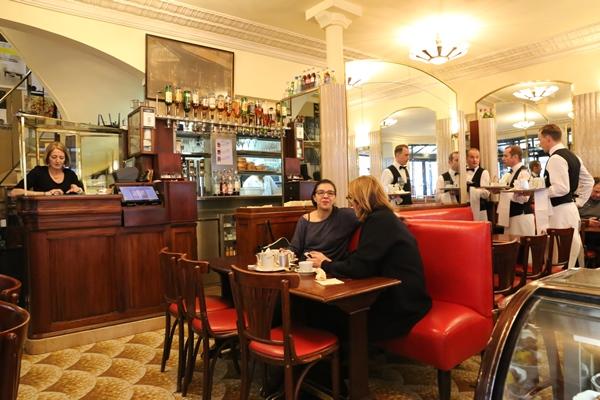 cafe-de-flore03 Paris-花神咖啡 論時事評政府 文人聚集的咖啡館
