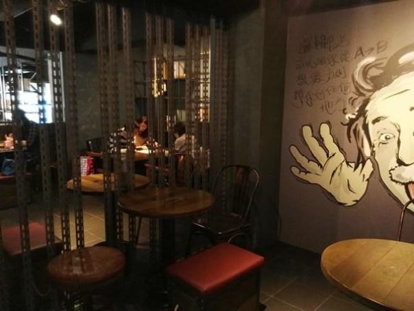 cafe25 苓雅-麓琦咖啡道館 科技工業風當道 愛因斯坦也坐鎮