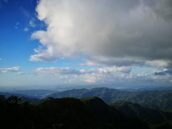 dongyen20 復興-東眼山 藍天白雲青山綠樹...景色壯觀視野開闊...還有美麗的彩虹
