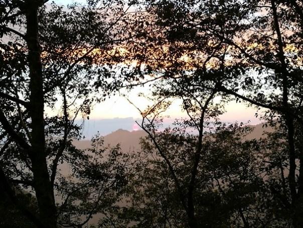 dongyen29 復興-東眼山 藍天白雲青山綠樹...景色壯觀視野開闊...還有美麗的彩虹