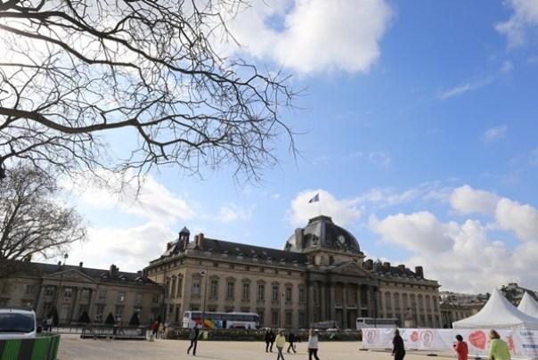 eiffle02 Paris-巴黎艾菲爾鐵塔La Tour Eiffel 藍天白雲綠地完美襯托優雅鐵塔
