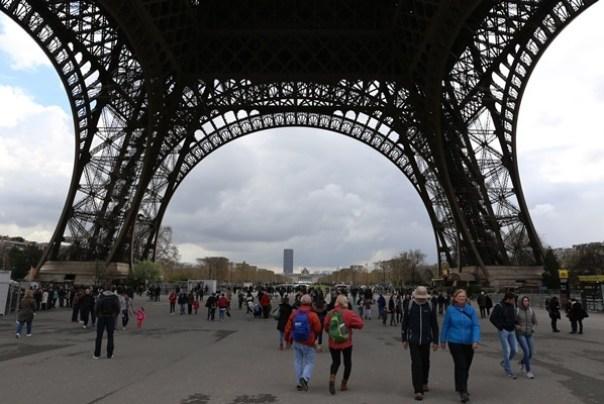 eiffle14 Paris-巴黎艾菲爾鐵塔La Tour Eiffel 藍天白雲綠地完美襯托優雅鐵塔