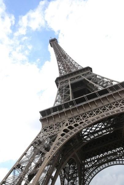 eiffle19 Paris-巴黎艾菲爾鐵塔La Tour Eiffel 藍天白雲綠地完美襯托優雅鐵塔