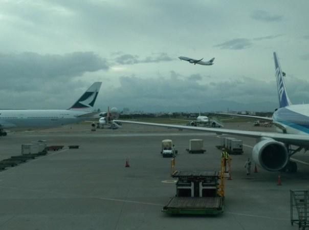 fly09 201510東京來回 好久沒從成田進出囉 原來起飛不久可以看到龜山島