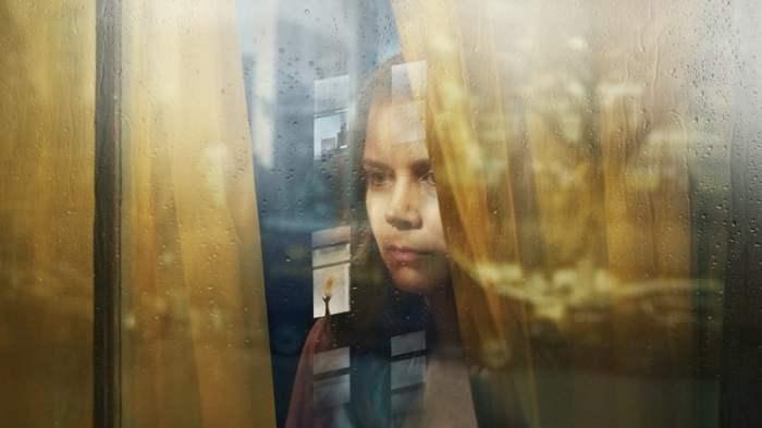 La mujer en la ventana completa en español