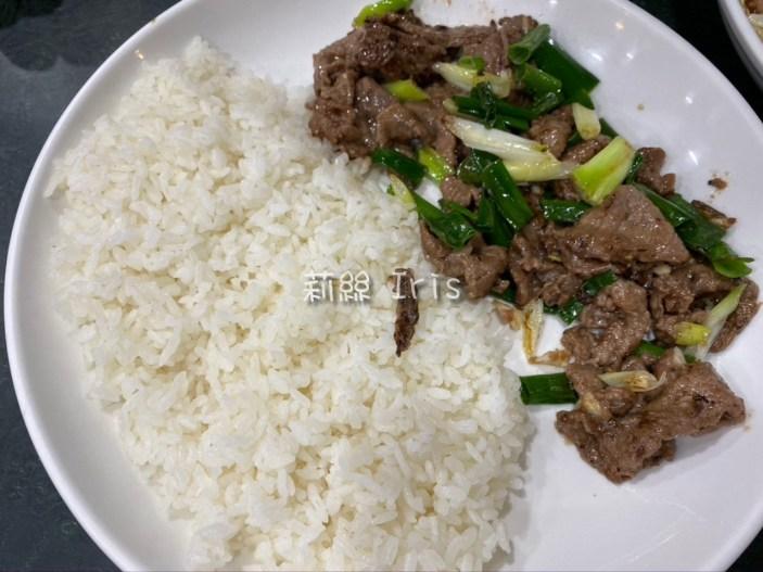 台南歸仁美食-佳美味 蔥爆豬肉飯,吵得好入味,白飯一口接一口~