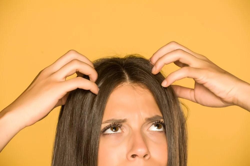 【頭痕成因】頭皮痕癢原因多 醫生:壓力大也可致頭皮炎癥 | UrbanLife 健康新態度