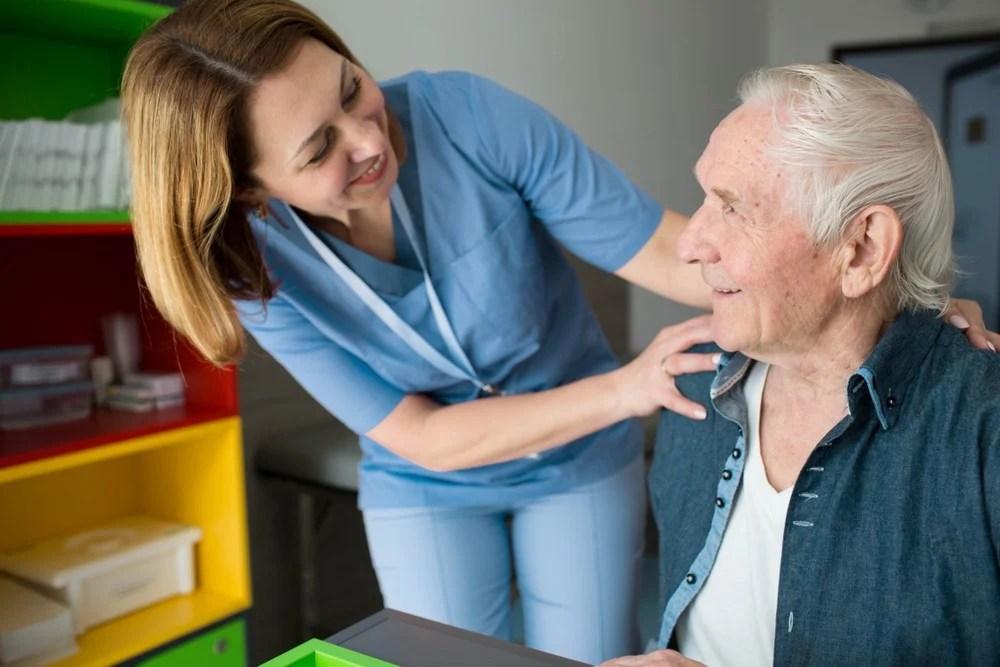 【柏金遜】每800人便有1人患上 手震,動作緩慢或患上柏金遜癥 | UrbanLife 健康新態度